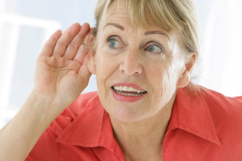 senior przestaje słyszeć