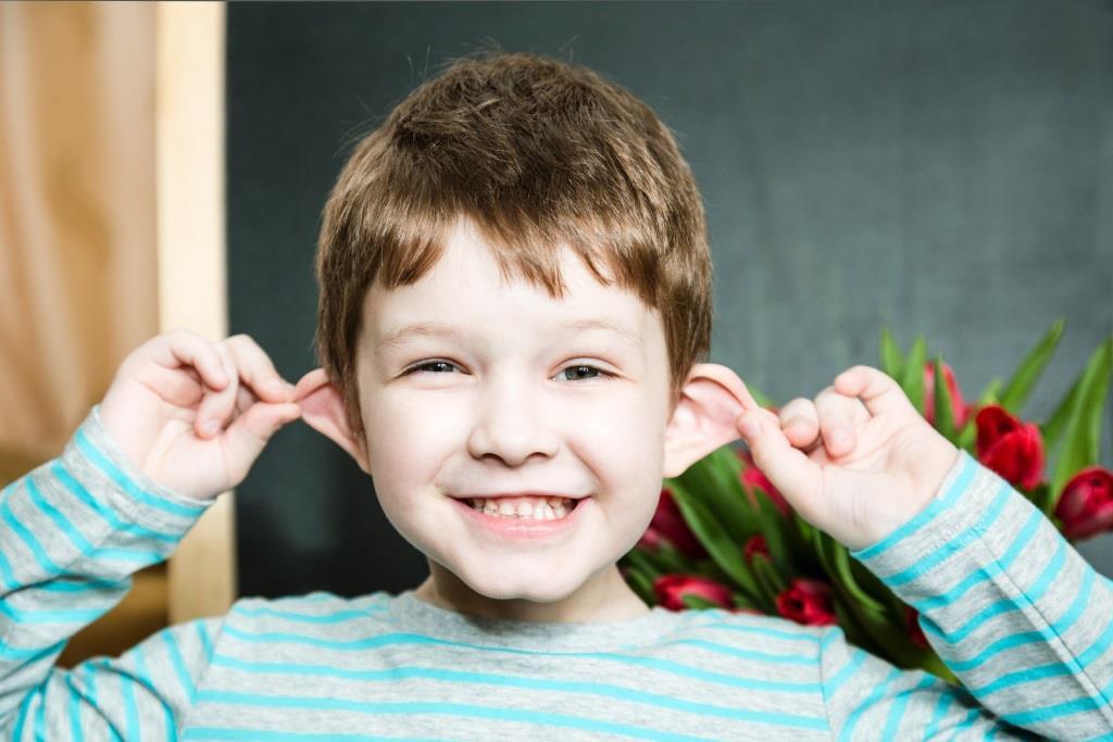 odstające uszy dziecka