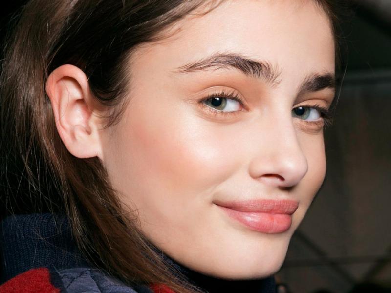 Czy warto wykonać makijaż permanentny brwi?