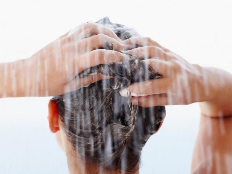 Czy trzeba myć włosy przed farbowaniem
