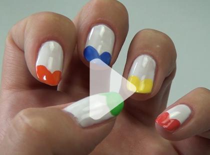 Kolorowe serduszka na paznokciach [video]