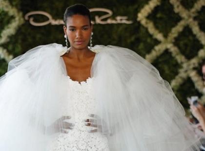 Peleryna ślubna jako okrycie wierzchnie do sukni ślubnej