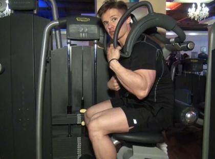 Jak ćwiczyć na maszynie Total Abdominal?
