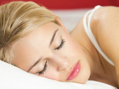 Co oznacza, jeśli lubię spać na brzuchu?
