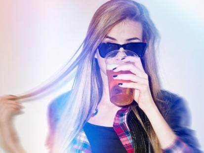 9 znaków ostrzegawczych, że przesadzasz z alkoholem!