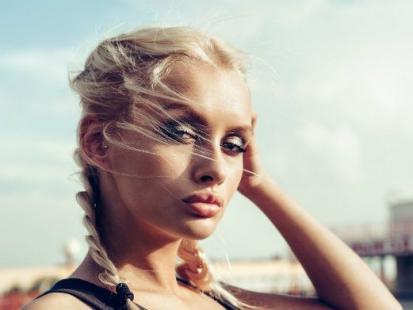 Inspiracje na lato – fryzury z warkoczem