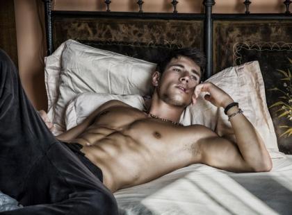 6 nieoczywistych czułych punktów na ciele mężczyzny