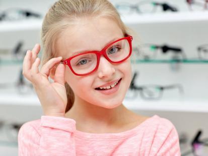 Jak rozpoznać wadę wzroku u dziecka w wieku szkolnym?