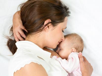 Jak aktywna i nowoczesna mama radzi sobie z karmieniem piersią?