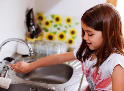 Naucz małe dziecko myć ręce