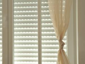 Jak czyścić rolety okienne?