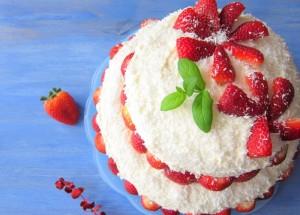 Truskawkowy tort marzenie - Kasia gotuje z Polki.pl