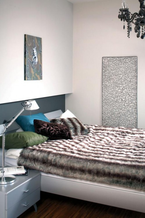 Luxury-cute-bedroom-design-with-soft-bedding-modern-pillows-bedside-table-with-lamp