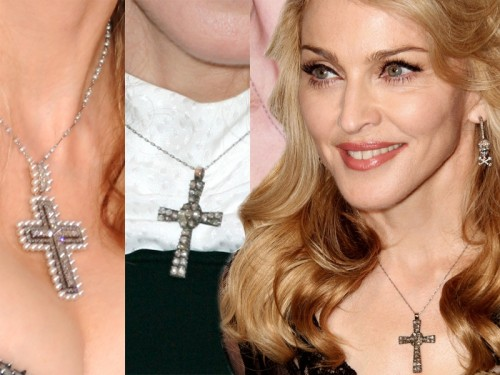 Madonna z krzyżem na piersi