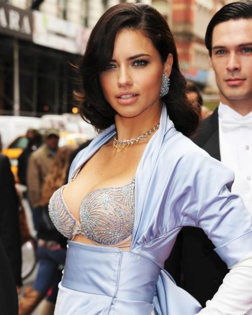 Adriana Lima, biust, piersi