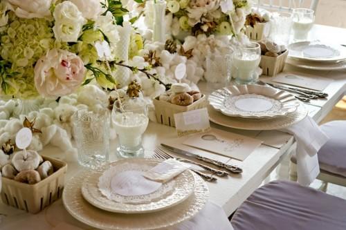 KOmunijny stoł - zastawa, dekoracje