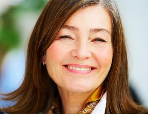 kobieta, senior, uśmiech, zęby/fot. Shutterstock