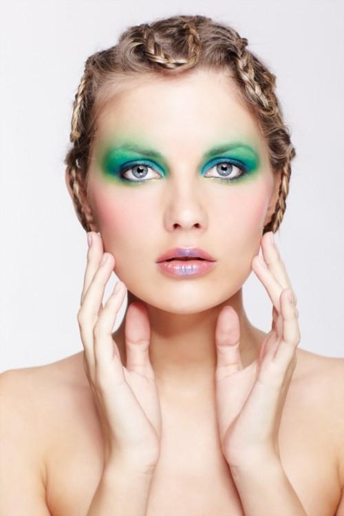 makijaż, zielone powieki, uroda, kobieta, warkocze, fryzjer