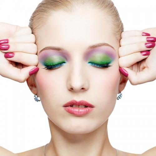 cienie, pastele, uroda, makijaż, paznokcie, kobieta