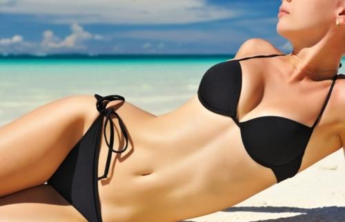 opalanie, kostium kąpielowy, bikini, kobieta, słońce, plaża/ fot. Fotolia