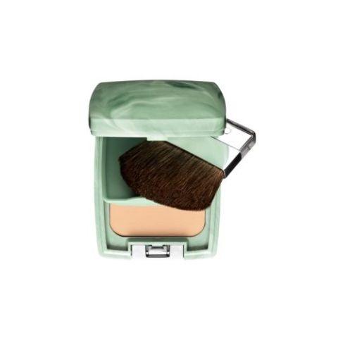 Kiedy nasza skóra jest już opalona zrezygnujmy z klasycznego podkładu i wybierzmy puder mineralny. Wyrówna kolor naszej skóry oraz będzie miał aksamitne wykończenie. Bardzo dobrym produktem będzie puder mineralny Almost Powder od firmy Clinique, którego możemy używać mając skórę zarówno suchą jak i tłustą.