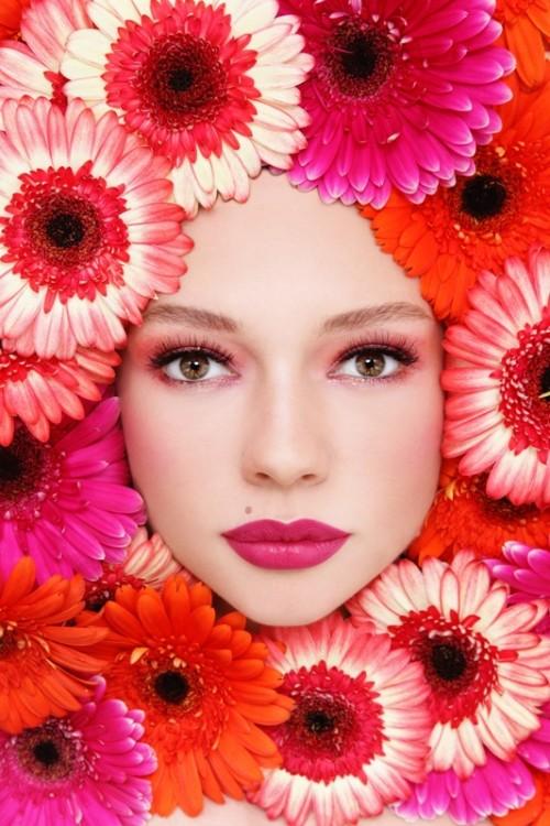 kwiaty, gerbery, twarz, kobieta, makijaż
