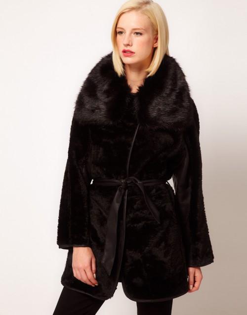 Eleganckie, czarne futerko, Asos, 127 euro