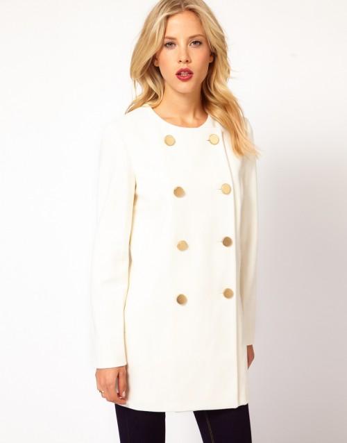 Biały, dwurzędowy płaszcz, Asos, 63 euro (ok. 260 zł)