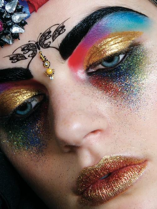 """""""Pałac  Kolorów. Magia makijażu"""" to ekskluzywnie wydany album o makijażu nie tylko dla wizażystów"""