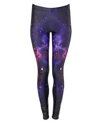 Leginsy w odcieniach fioletu sprawiają, że wzrok zatapia się w głębi galaktyki. New Look, około 180 zł/ 34,99 £