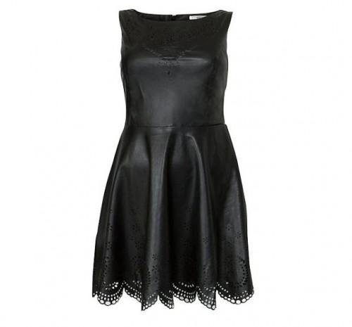 Czarna, rozkloszowana sukienka. New Look, około 110 zł
