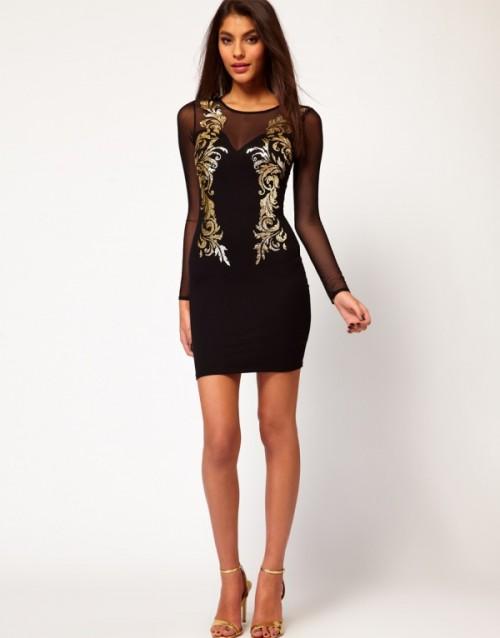 Dopasowana, czarna sukienka z tiulowymi rękawami, ozdobiona złotymi wzorami. Asos, około 277 zł