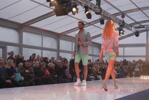 Na wybiegu zaprezentowane zostały ubrania zarówno dla kobiet jak i mężczyzn