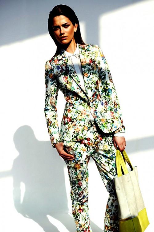 Spodnie w kwiaty Reserved