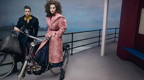 Różowy płaszcz Miu Miu - kampania jesień-zima 2013/2014