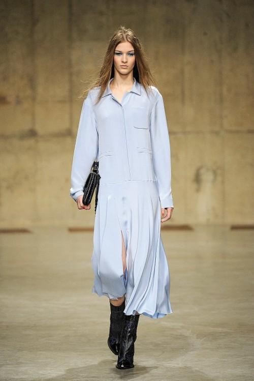 Błękitna sukienka Topshop Unique - jesień-zima 2013/2014