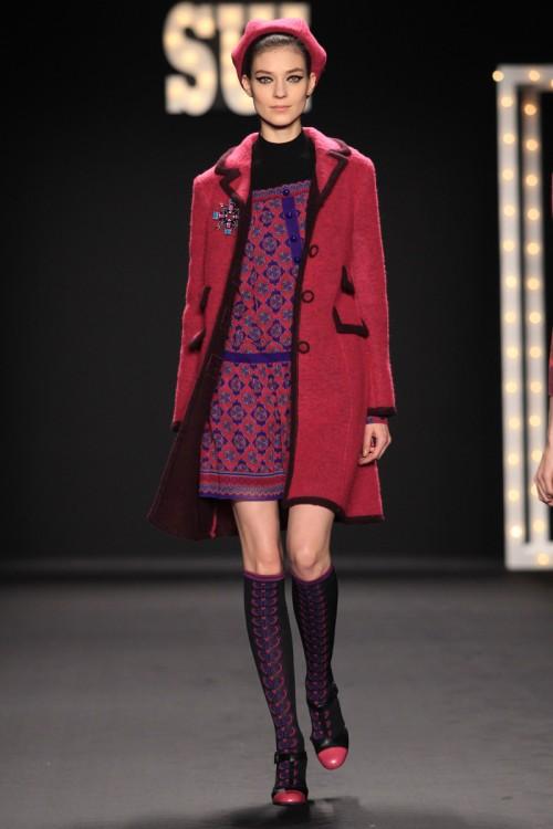 Charakterystyczny berecik - pokaz kolekcji Anna Sui - jesień-zima 2013/2014