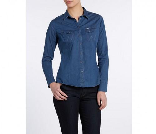 Ta świetna koszula Western w jasnym indygo, w połączeniu z ciemnymi dżinsami lub do czarnych spodni, po prostu musi znaleźć się w garderobie każdej szanującej się kowbojki, Wrangler, cena: 259 zł.