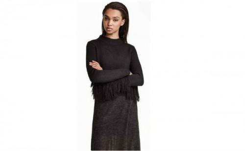 Czarny sweter z frędzlami, H&M, cena: 129,90 zł.