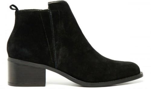 Czarne buty Reserved, cena: 349,99 zł.