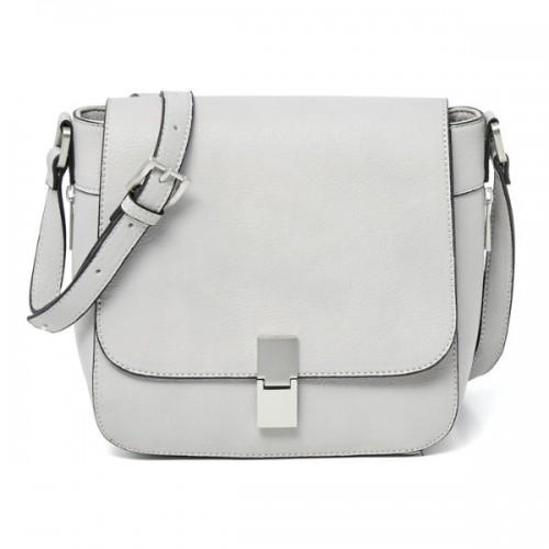 Mała biała torebka z zapięciem na magnes, Reserved, cena: 119,99 zł.