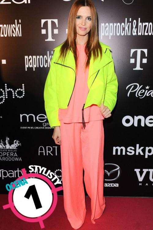 Kasia Burzyńska w neonach