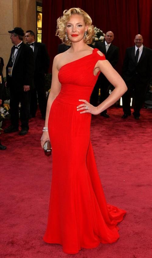 Какой должен быть макияж с красным платьем