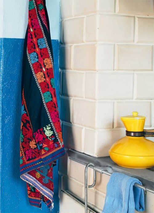 Colorful-part-of-kitchen-design-with-colorful-towels-modern-wall-and-tiles