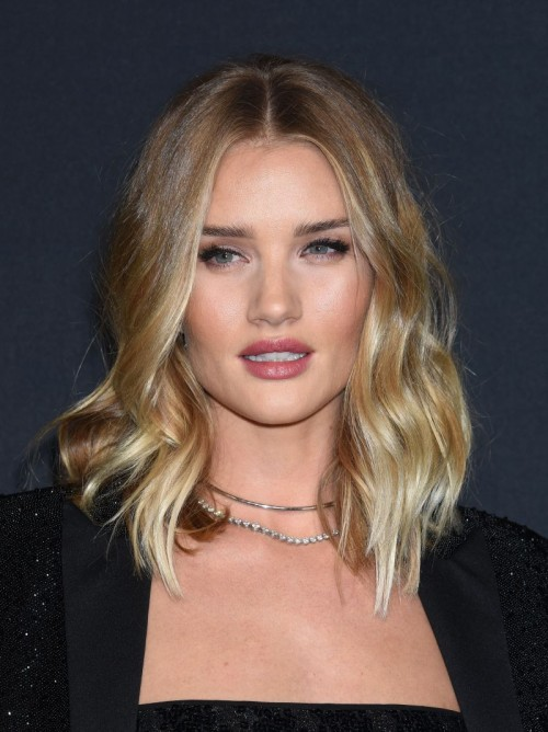 Włosy do ramion - Rosie Huntington Whiteley