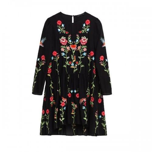 Czarna sukienka z kwiatowym motywem Zara, cena