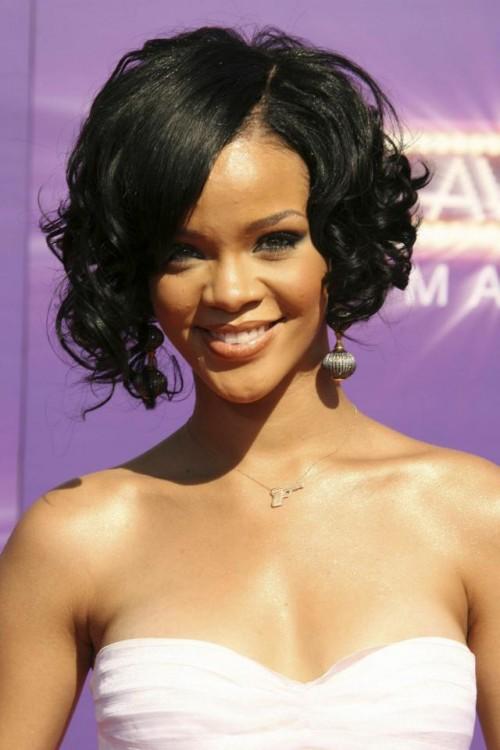 Rihanna, fryzury, makijaż