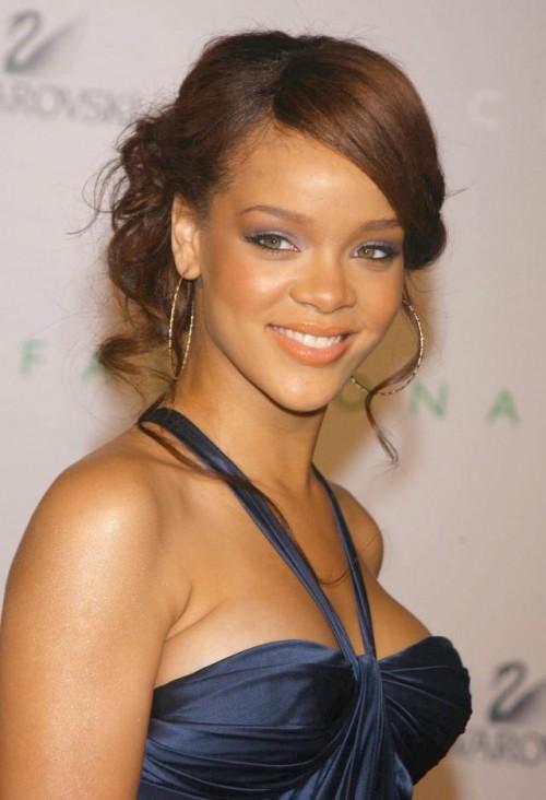 Rihanna, makijaż, fryzury