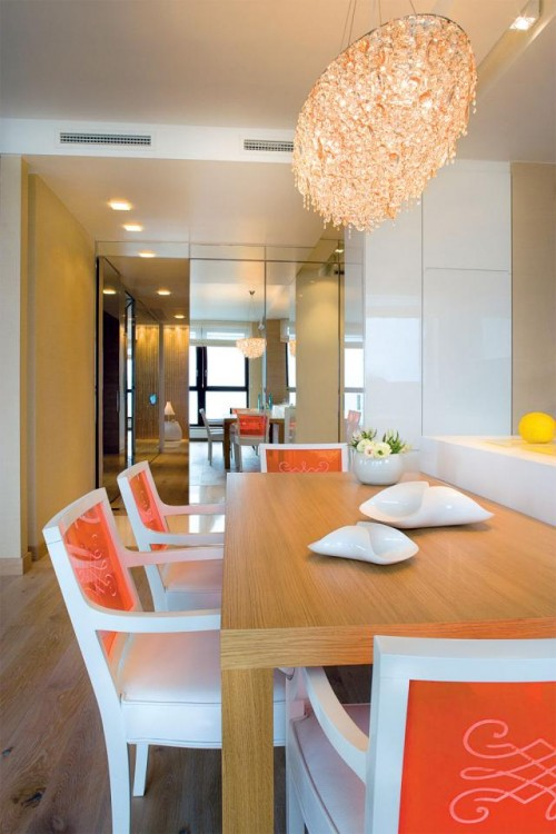 Luxury-dining-room-design-with-cute-dining-armchairs-with-decoration-wooden-table-and-decor