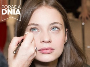 Jak nakładać bazę pod makijaż